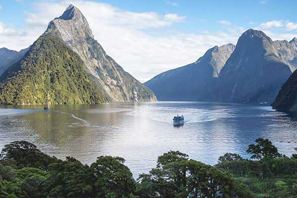 Milford Sound Heli-Cruise-Hike